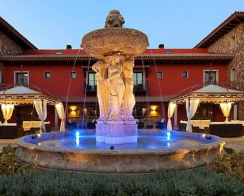 Escapada rom ntica en el salles hotel la caminera golf for Pediluvio piscina