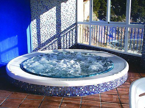 Escapada ecuestre en el hotel spa rural vegasierra 3 for Jacuzzi interior precios