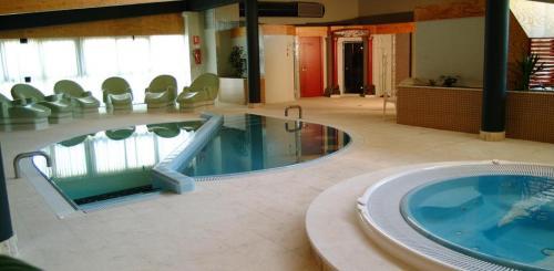 Oferta primavera en el caldaria laias 4 ofertas viajes - Piscinas interiores climatizadas ...